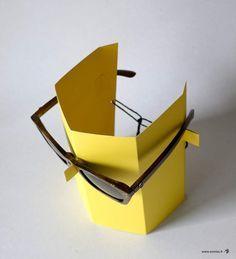 FABRIC - Un présentoir à lunettes