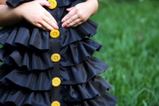 love this ruffle dress.  I wish my girls were still toddlers so I could make it for them.