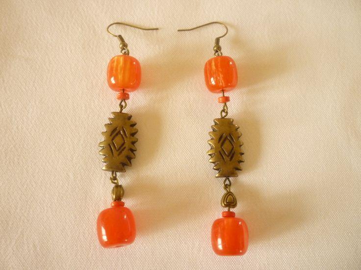 Boucles d'oreilles longues avec perles couleur orange : Boucles d'oreille par les-jumelles  More at http://www.alittlemarket.com/boutique/les_jumelles-736571.html