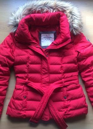 Kupuj mé předměty na #vinted http://www.vinted.cz/damske-obleceni/bundy/9946436-krasna-cervena-perova-bunda-abercrombie-fitch