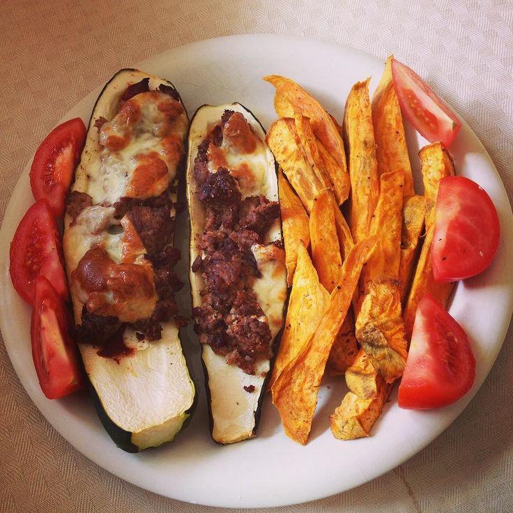 Erstmal ordentlich scheppern!  danke an @schmale_schulter für die Inspiration  #foodporn #geilerscheiss #gefülltezucchini #mealprep #gainzzz #healthy #meal by mexkie
