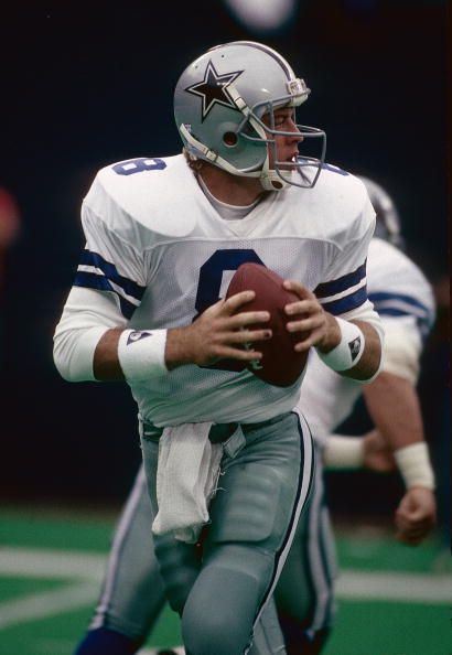 RUTHERFORD NY CIRCA 1990's Quarterback Troy Aikam of the Dallas Cowboys drops back to pass against the New York Giants during a mid circa 1990's NFL...