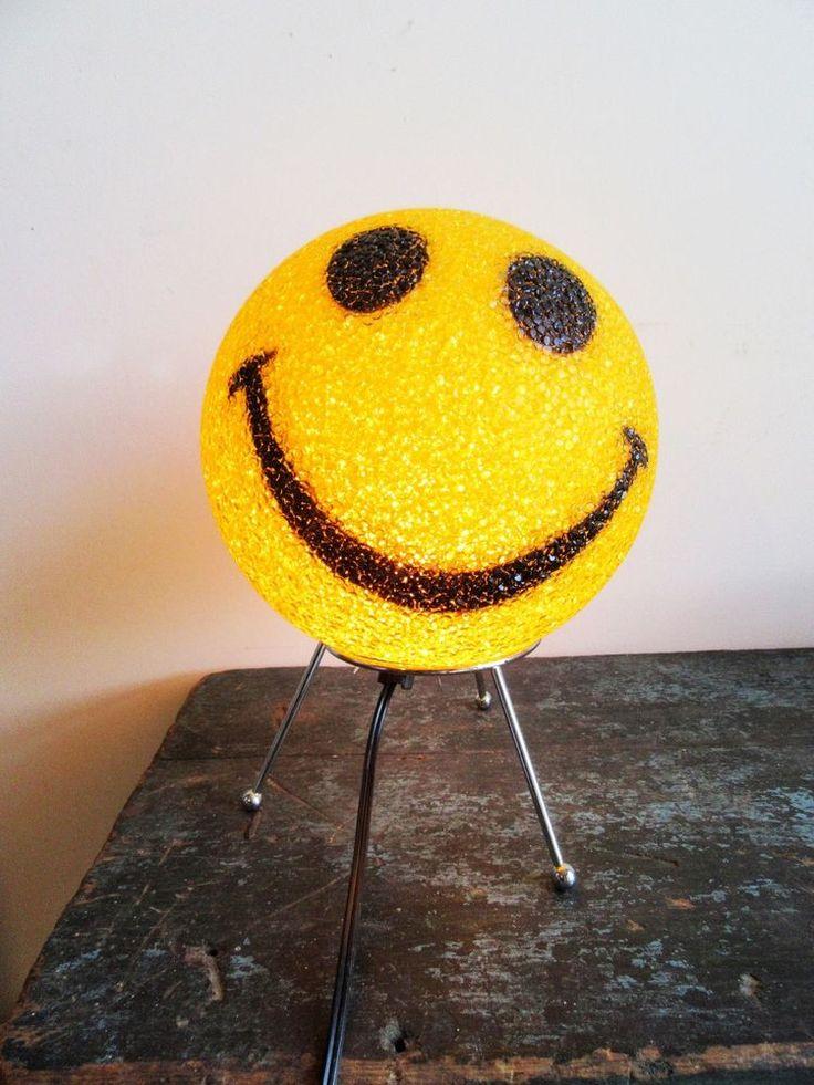 Vintage Smile Face Lamp Metal Stand Emoji Happy Face #smileyFace #smileFace #emojiSmileyFace #emojiLamp #smileFaceLamp Lamp