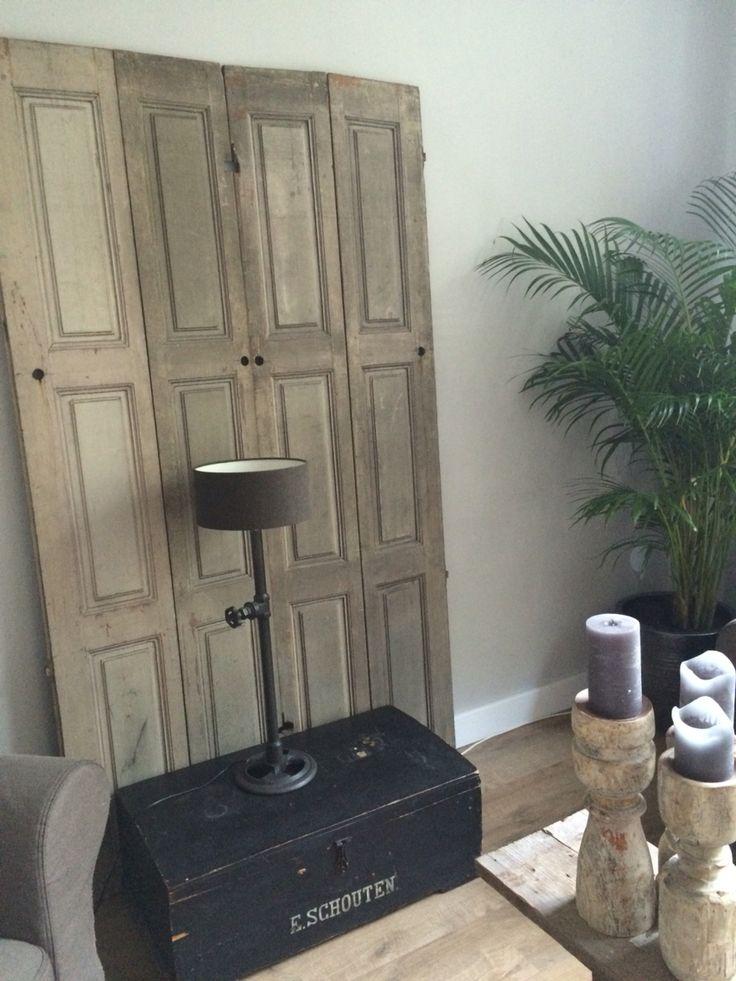 Luiken van stoer en robuust wonen (webwinkel) lamp van sober en stoer, kist is een erfstuk