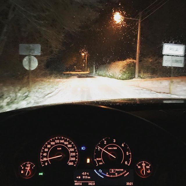 To takhle přijedete z #praha z #osobnirust18 domů na #chodsko a můžete driftovat #snow #bmw #radostzjizdy