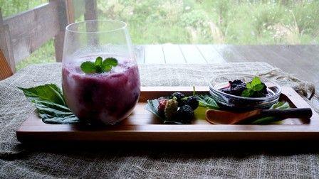 ヨーグルトとの 桑の実ジャムシロップがけ 桑の実のごろごろ感が美味しい♪