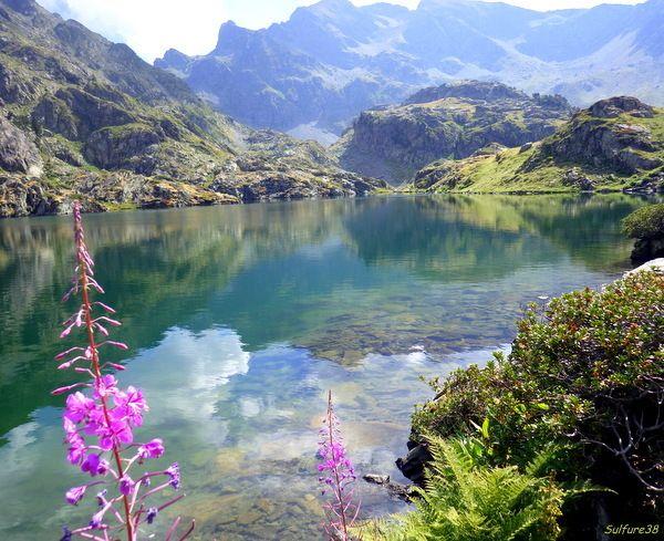 Côté pêche :... Jusqu'à la dernière carte. Comme à notre habitude c'est de bon matin que l'on commence notre ascension pour arriver au bord du lac de bonheur et aujourd'hui notre envie et le lac Merlat, un lac excentré du plateau de la Pra. ... A cette...