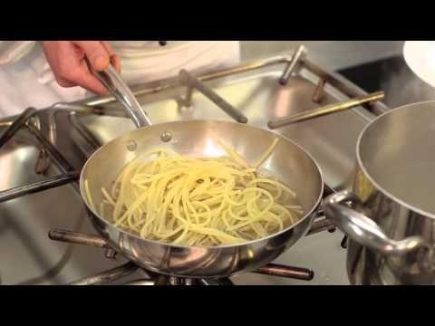 ▶ Spaghetti cacio e pepe - YouTube