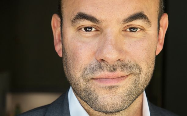 Supergirl - Season 2 - Ian Gomez to Recur as Snapper Carr