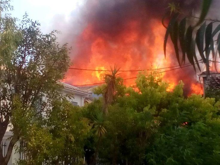 Συναγερμός στη Λευκάδα: Καίγονται σπίτια στο κέντρο της πόλης! 📷