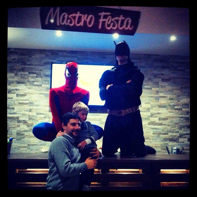 www.mastrofesta.it - Oggi due dei più temibili supereroi hanno fatto un salto da me per salutare un bimbo che é stato talmente bravo da meritare un momento super!  Festa a Tema Supereroi / Avengers  #mastrofesta #festecoibaffi #largoaibaffi #happybirthday #festaatema #party #animazione #avengers #supereroi #spiderman #batman