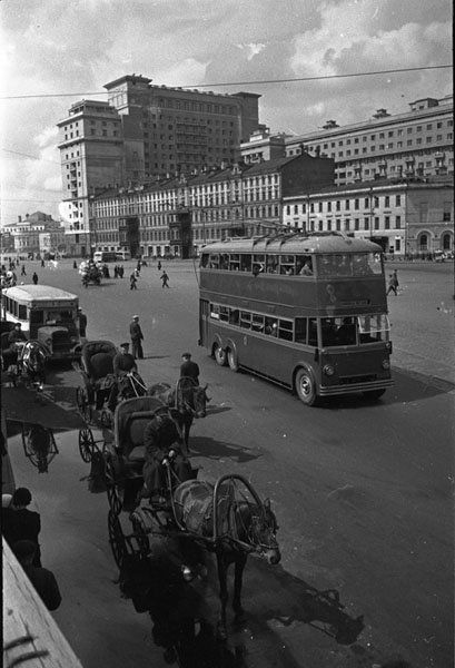 """1938-1940 гг. На заднем плане гостиница """"Москва"""""""