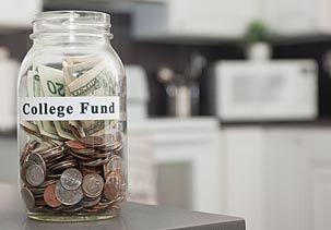 Image: College fund stored in glass jar in kitchen © Vstock LLC, Tetra images, Getty Images