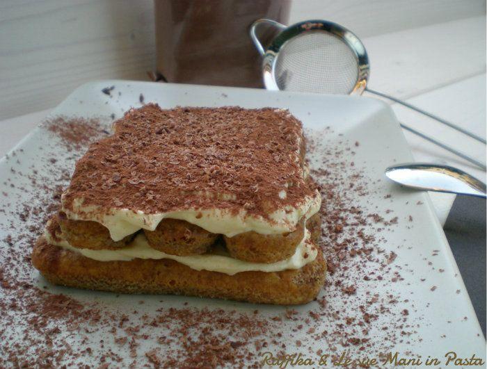 Il tiramisù è un dolce diffuso in tutta Italia, le cui origini vengono spesso contese fra regioni quali il Veneto, il Friuli Venezia Giulia e il Piemonte.