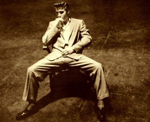 Elvis,such a badass photo.