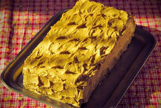 Fotó: Krumpli Béla   Hihetetlenül jól esik vissza-visszatérni az ehhez hasonló receptekhez. Egyrészt a nosztalgia, emlékek hosszú sorát idézik a nagymama tortái. Események, történetek kerülnek elő, születésnapok, karácsonyok, mert ugye ilyen tortát sima vasárnap nem ettünk soha.  ...