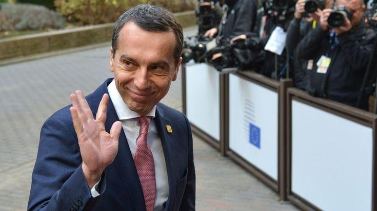 Wie die Nachrichtenagentur Bloomberg berichtet, rief der österreichische Bundeskanzler Christian Kern dazu auf, die Sanktionen gegen Russland zu revidieren. Die Maßnahmen hätten nicht zur Verbesserung der Situation in den wichtigsten Streitfragen geführt. Es gebe andere Einflussmöglichkeiten, die der europäischen Wirtschaft weniger schaden würden, so Kern.