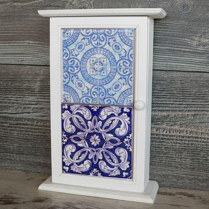 Schlüsselkasten Holz Fliesen weiß blau floral Landhaus Schlüsselschrank Orient