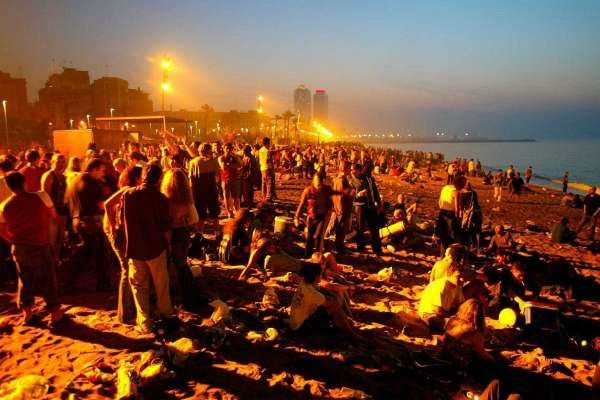 There are official and unofficial fogueres or bonfires all over Barcelona on the Nit de Sant Joan with possibly the most important one being on the beach at La Barceloneta.