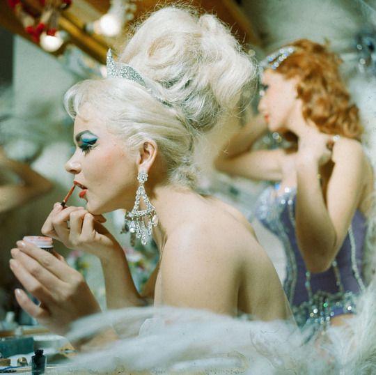 Backstage at Folies Bergere, Tropicana. Las Vegas, 1969. Bettmann archives.