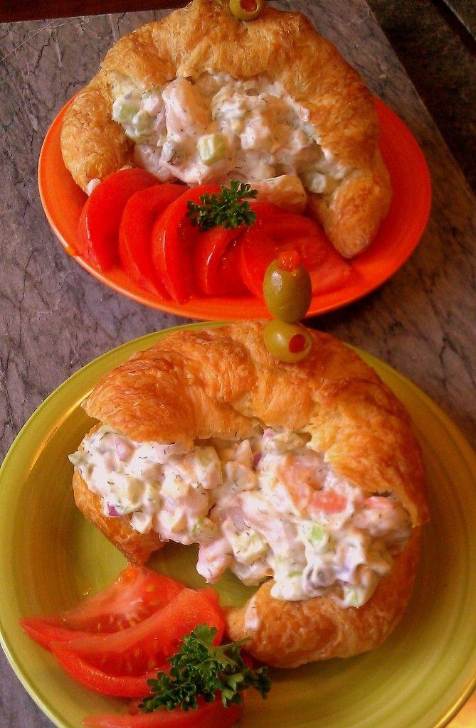 Cuernitos* o cruasans rellenos de ensalada de camaron, muy fáciles y deliciosos
