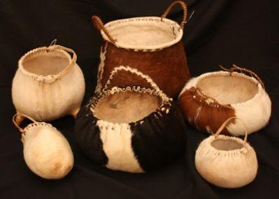 Artesania chilena Vasijas de cuero mapuche