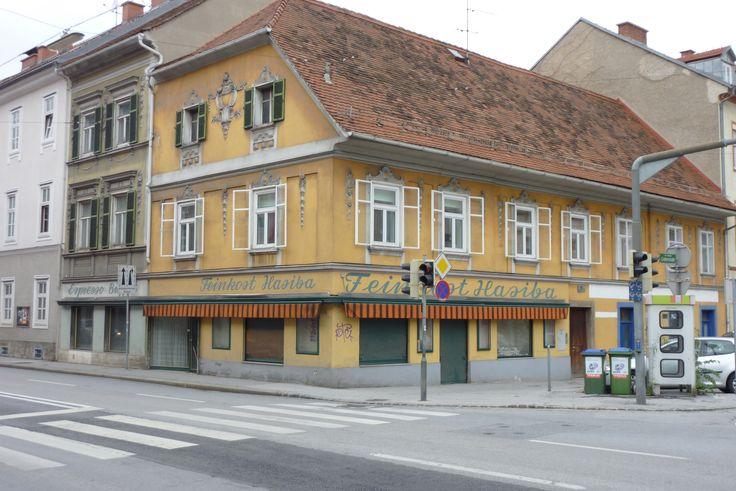 Grabenstraße/Ecke Wickenburggasse: Legendär - Feinkost Hasiba, auch gerne bis 23 Uhr offen. Heute wiederbelebt als Hakuna Matata.