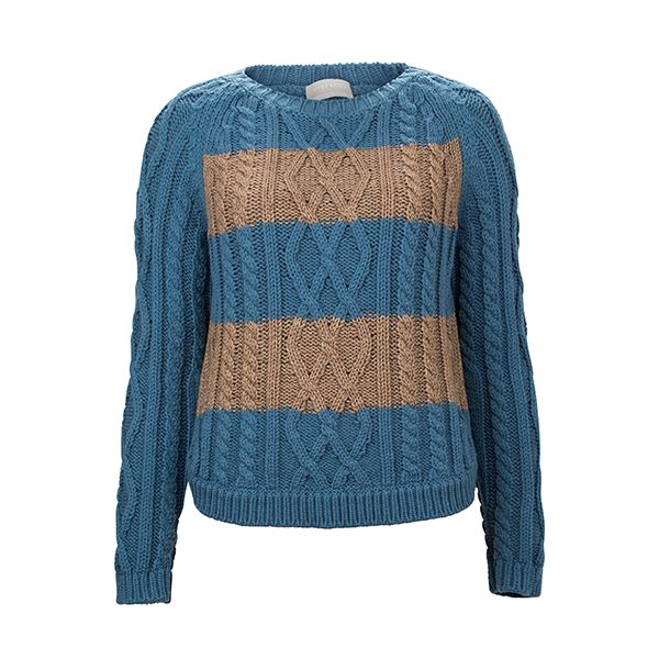 Knitwear can be always an option as Christmas present. #Stefanel #DesignerOutletParndorf
