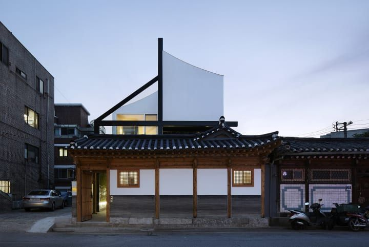 Vertical extension to traditional Korean house