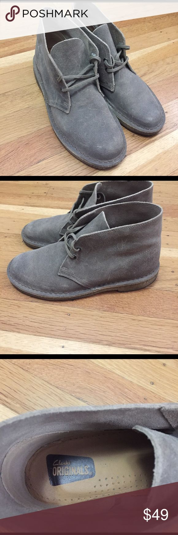 MENS clarks desert boots Men's clarks desert boots in sand color. Suede with gum soles. Size 6 in men's and 8 in women's. They're unisex shoes. Clarks Shoes Boots