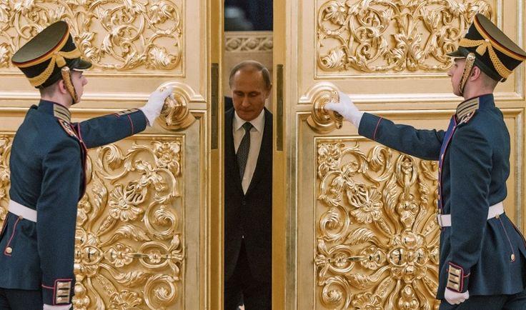 Bloomberg View: Путин срочно ищет план для спасения