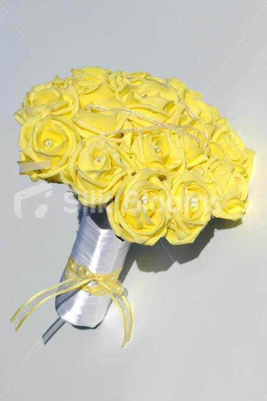 Yellow roses artificial again!