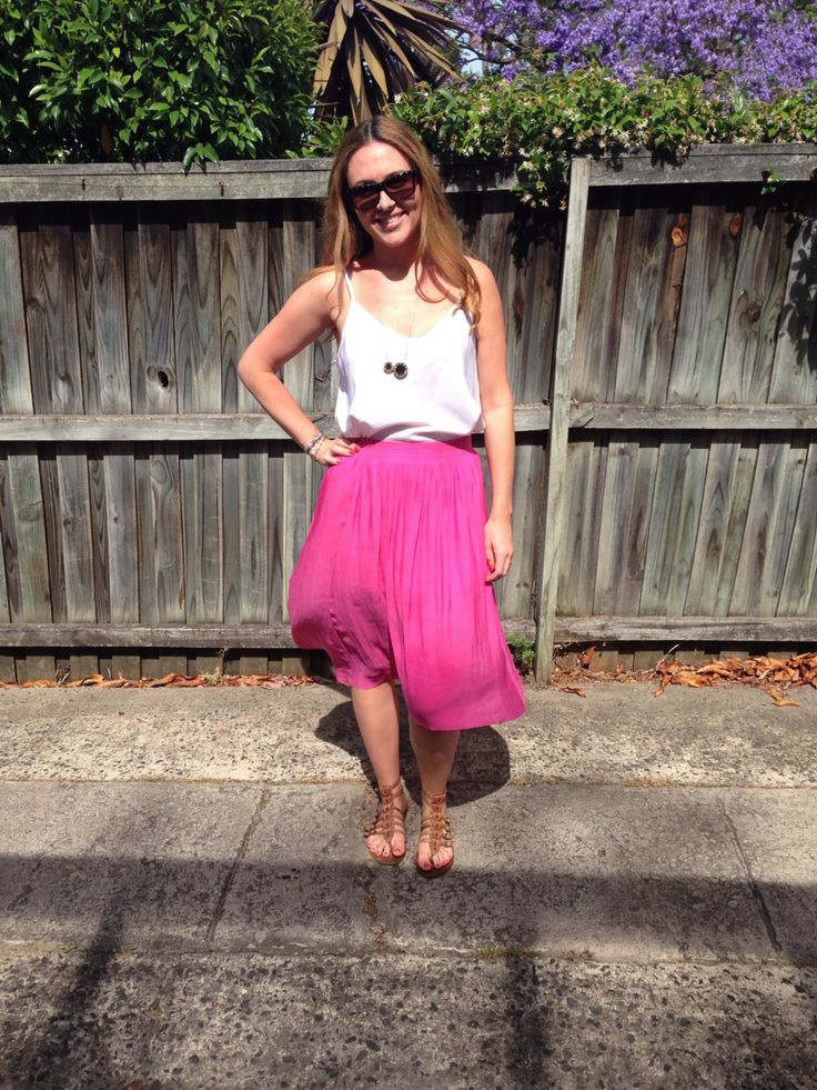 Great summer look! Pink flowing skirt and white top with @houseofharlow1960 necklace.