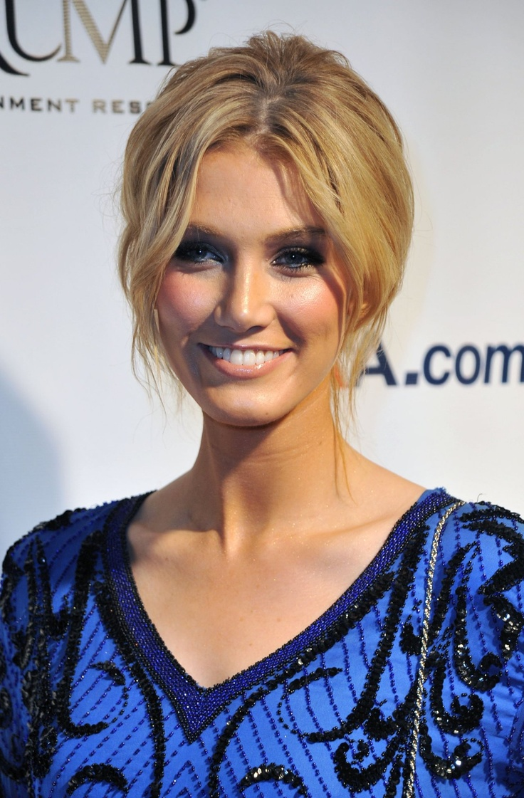Delta Goodrem hair colour/makeup