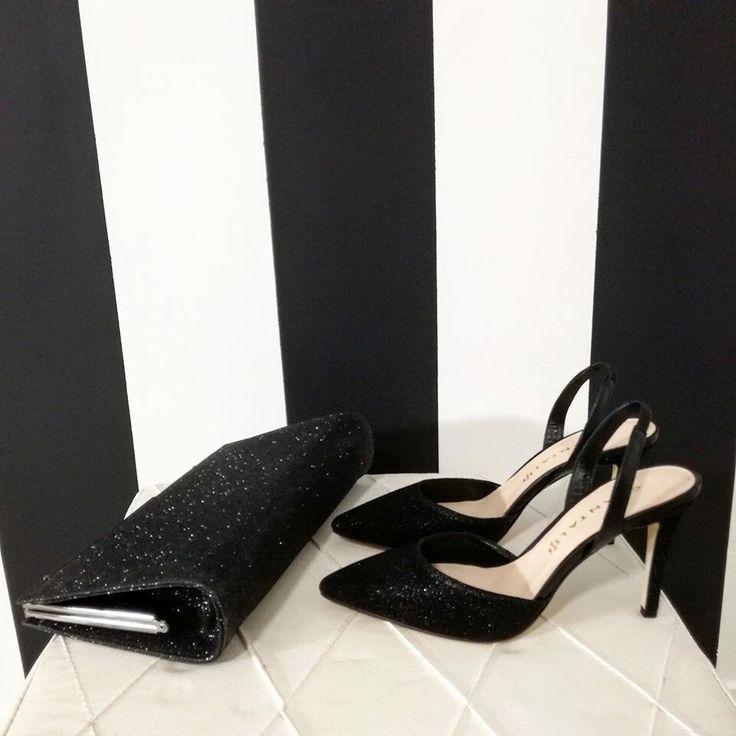 Per le tue giornate più #glamour non puoi sbagliare... #chanel glitter e sarai tu la protagonista! ✌ #shoes #loveshoes #glitter #womanshoes #fashionshoes #luxuryshoes #luxuryshops #instagramer #newcollection #tacchi #springsummer2017 #troppobelle #fashion #moda #style #outfit #shoponline #riccishop #beautiful #instashoes #instagood #instafashion #followforfollow #follow