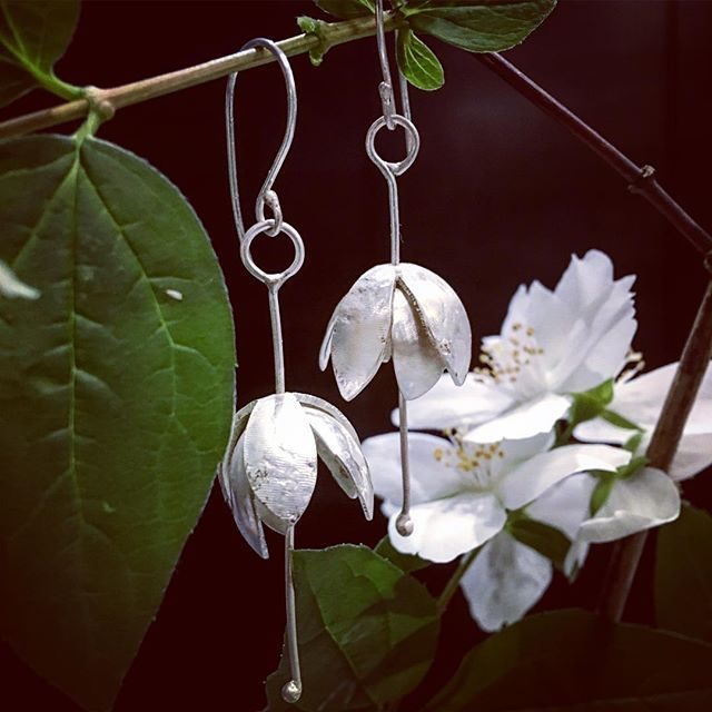 Delicate layered earrings inspired by flowers and the movement as a breeze moves through a garden #softfocus #botanical #simplepleasures #conceptualart #madetoorder #herbertandwilks #garden #kineticart #jewellery #fashion #layers #feminine #elegant #natura #photooftheday #delicate #embossed #surfacetexture #subtlebeauty