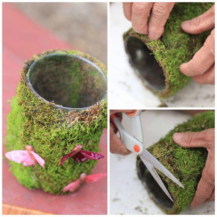 Pote com musgos e borboletas. Pode servir de porta vela ou vasinho.
