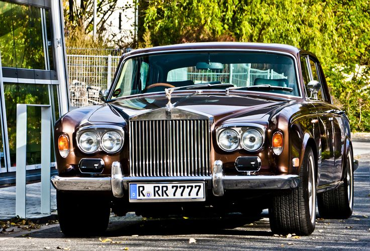 ♥Rolls Royce Silver Shadow I  ... Waiting for the next adventure ...Spy saving for fuel ... he will send bank balans with invitation ...♥