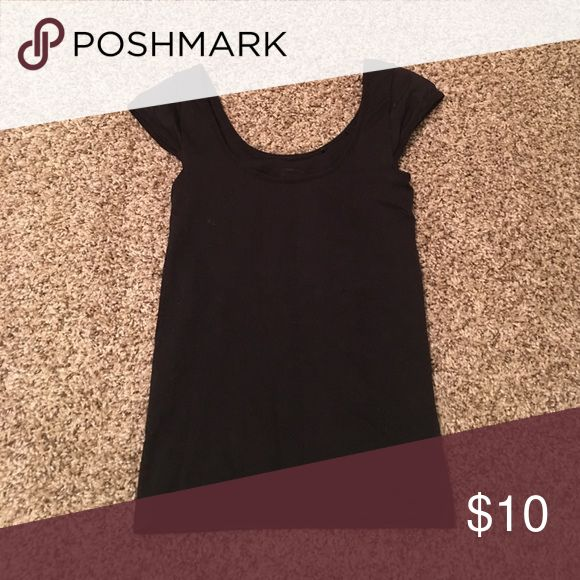 Black skin tight crop top. Black skin tight crop top. The sleeves make it look longer in the photo but it fits shorter. Tops Crop Tops
