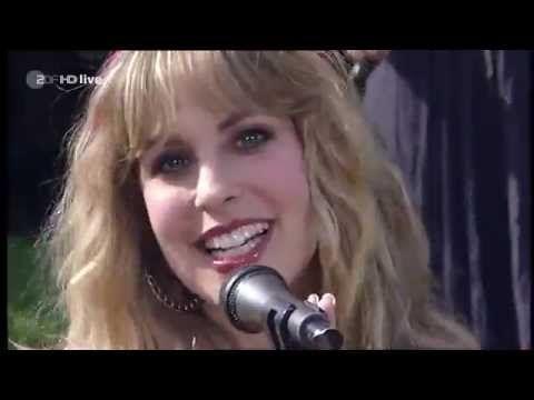 Blackmore's Night - 'Highland' (ZDF Fernsehgarten 2010) (+playlist)