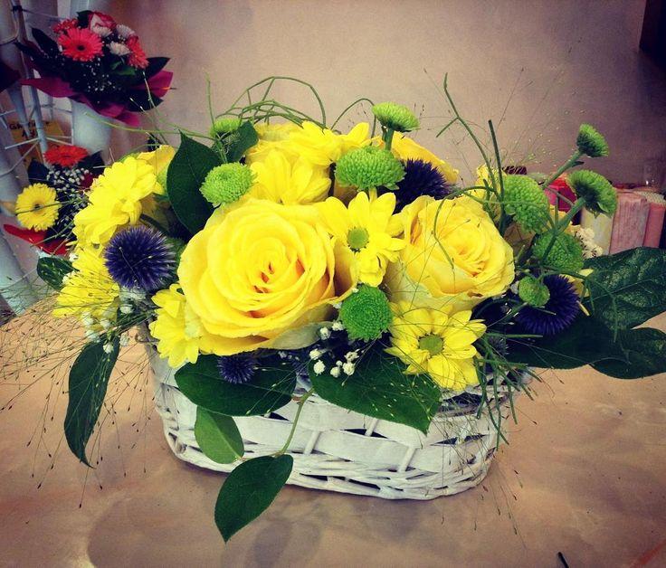 The most cheerful #flower #basket #colorfull #onlineflowershop #flowershop…