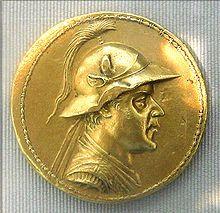 20 Stateri . oro - ritratto del re greco-battriano Eucratide I (II sec.a.C.) - la più grande moneta d'oro coniata nell'antichità - fu acquistata da Napoleone III - BnF Monnaies et médailles