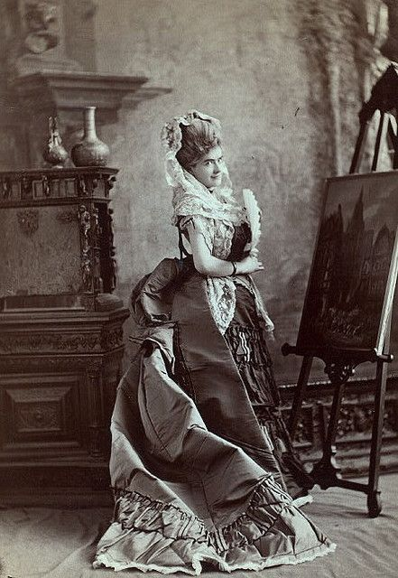 """The beautiful actress with the oddly masculine name is how I always think of Victorian stage star Jeffreys Lewis (who, for whatever reason, often dropped her first name, Mary, preferring to go by """"Jeffreys Lewis instead), pictured here in a strikingly gorgeous gown."""