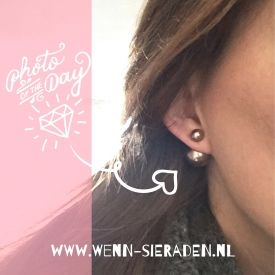 Deze super leuke double pearls kosten slechts €6,95!! Kijk snel op http://www.wenn-sieraden.nl/double-pearls-bruin #oorbellen #pearls #doublepearls #earrings #earcandy #sieraden