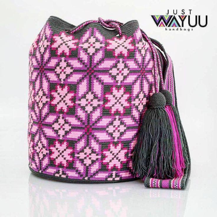 147 отметок «Нравится», 4 комментариев — Just Wayuu (@just.wayuu) в Instagram: «Single thread bag. Dark Grey background. Handcrafted handbags made by indigenous wayuu in the north…»
