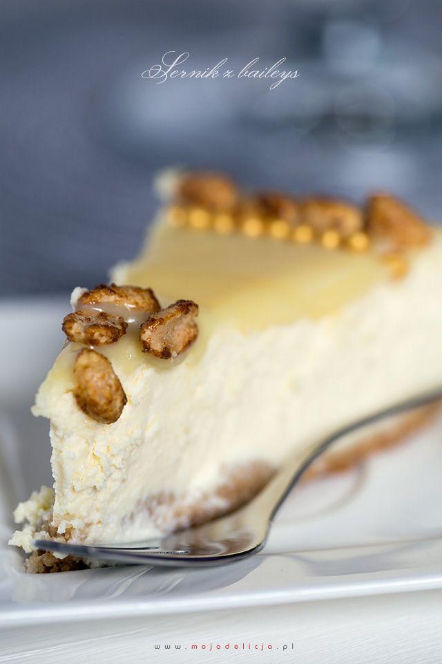 www.mojadelicja.pl Sernik z baileys, z polewą z białej czekoaldy i karmelizowanymi orzeszkami - Najpyszniejszy sernik, jaki kiedykolwiek jedliśmy - The best cheesecake EVER - baked baileys cheesecake