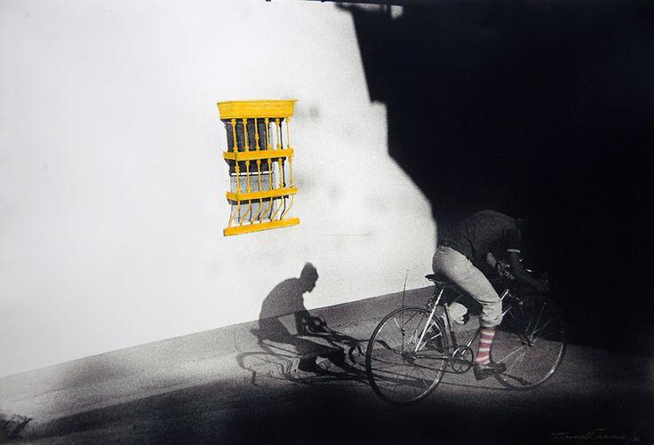 Fernell Franco Le photographe rehausse ses images à la peinture, les noircit, les déchire pour les recomposer… Série Bicicletas, 1976.