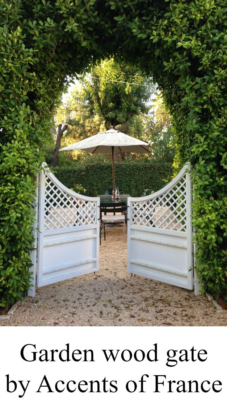 Wood treillage gate in white color perfect