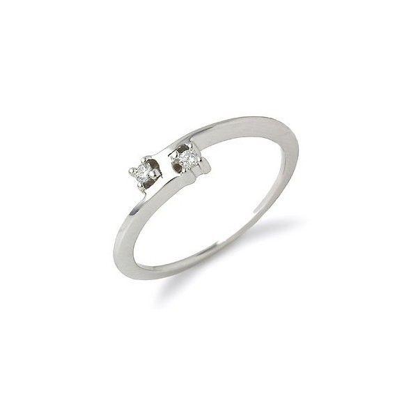 MINORITY, anillo de diamantes Tu y Yo.  Anillo de diamantes engastados en garras con un estilo original y discreto que permitirá lucirlo en cualquier momento. Su montura de oro de 1ª Ley tiene un diseño rectangular que le aporta un toque moderno. Será un acierto para regalar en una ocasión especial.