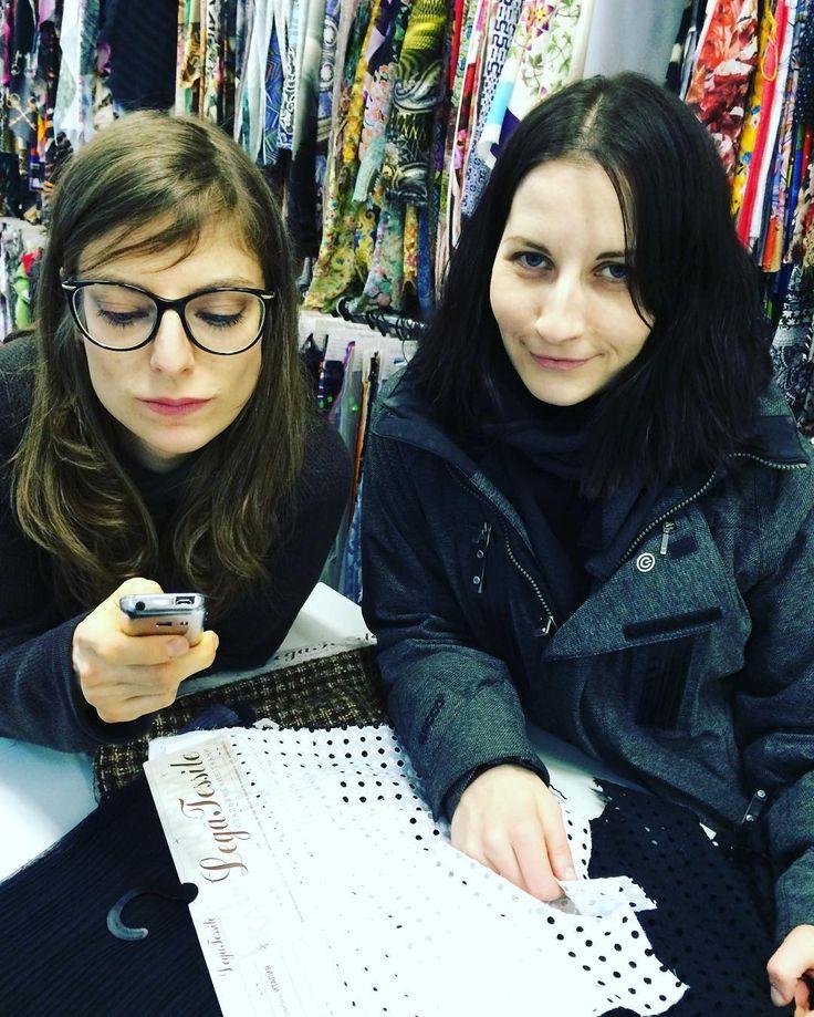 С единомышленником и коллегой Ириной она тоже растворилась в тканях #legatessile #легатессиль #russiandesigner #русскиедизайнеры  #ткани  #итальянскиеткани #вдохновение  #pinterest